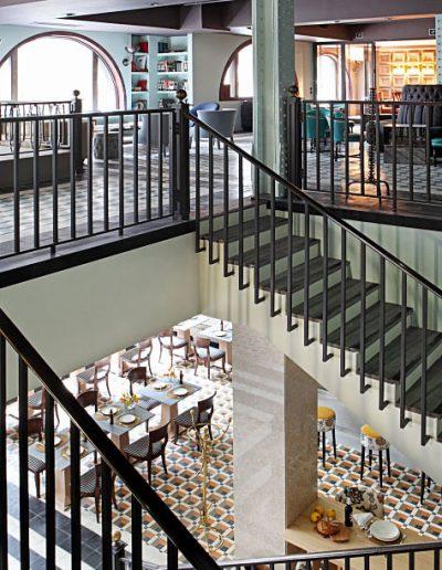 Vista-de-los-dos-pisos-desde-Escalera